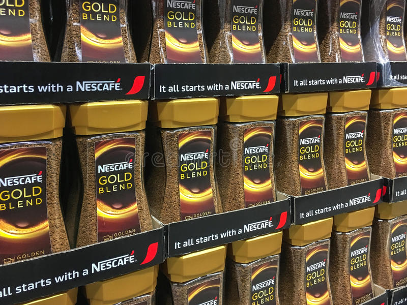 Gouden het Mengselkoffie van Nescafe stock foto's