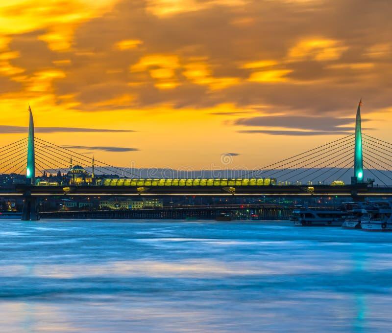 Gouden Hoornmetro Brug, Istanboel, Turkije royalty-vrije stock foto's