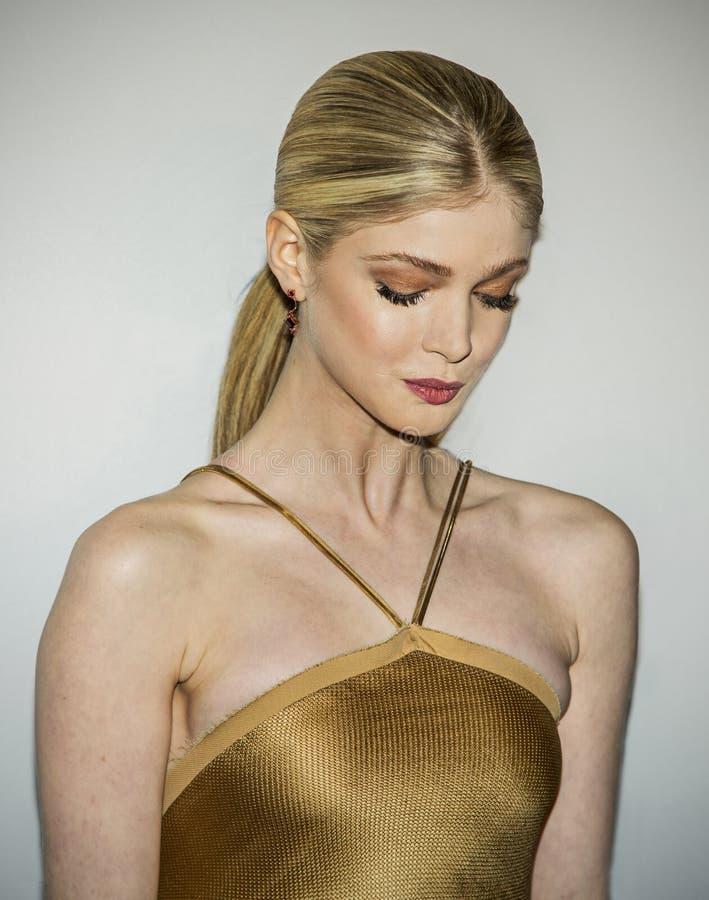 Gouden Ingenue, Elena Kampouris royalty-vrije stock afbeelding