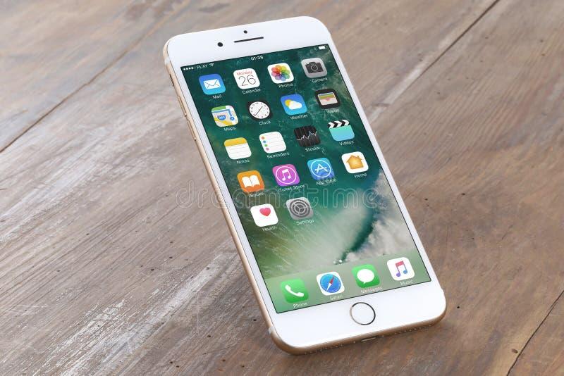 Gouden iPhone 7 plus royalty-vrije stock foto's