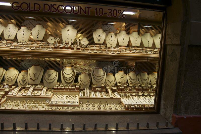 Gouden juwelen bij vertoning royalty-vrije stock fotografie
