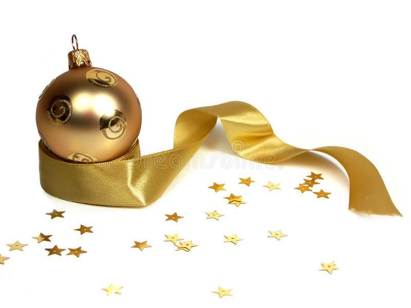 Gouden Kerstmisbal stock afbeeldingen