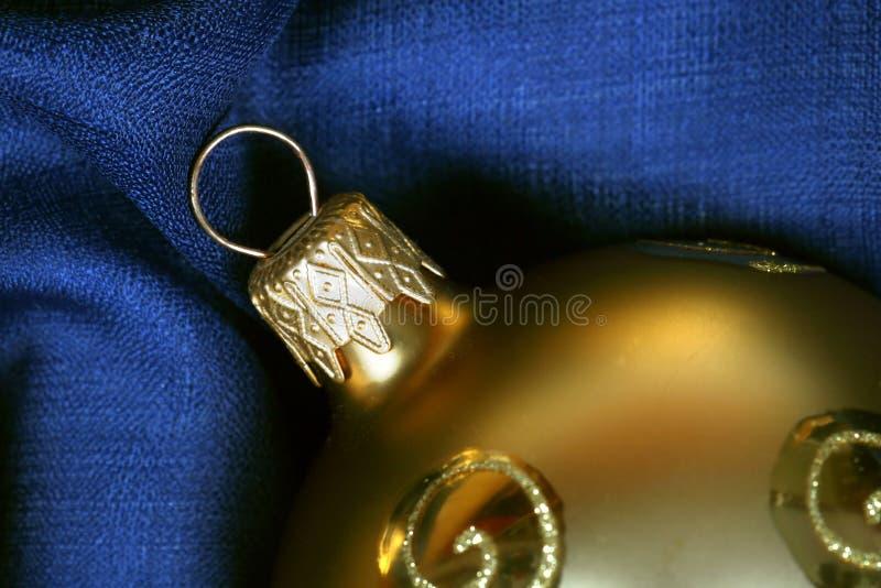 Gouden Kerstmisballen stock afbeelding