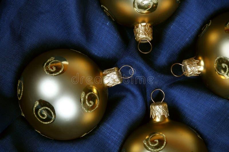 Gouden Kerstmisballen royalty-vrije stock foto's