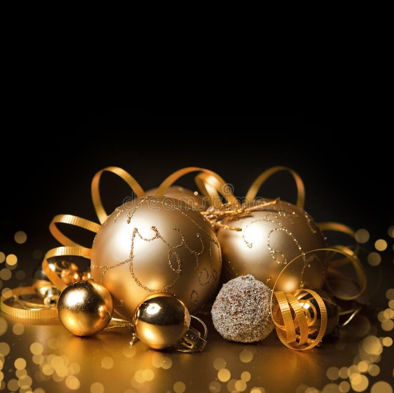 Gouden Kerstmisballen royalty-vrije stock afbeeldingen
