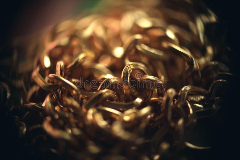 Gouden ketting in een macro stock afbeeldingen