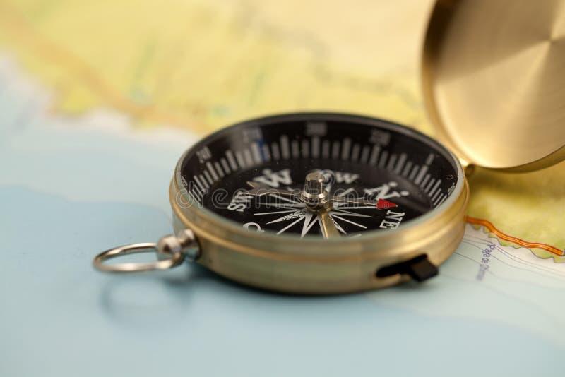Gouden kompas & kaart royalty-vrije stock foto's