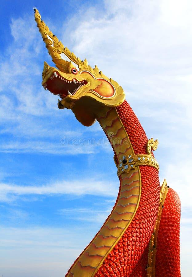 Download Gouden Koning van Nagas stock foto. Afbeelding bestaande uit heilig - 29503258