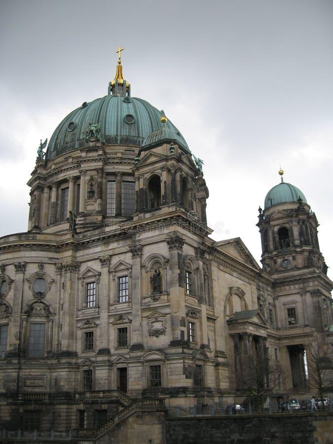 Gouden kruis op Kathedraal in Berlin Germany royalty-vrije stock foto's