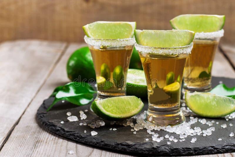 Gouden Mexicaans tequilaschot royalty-vrije stock afbeelding