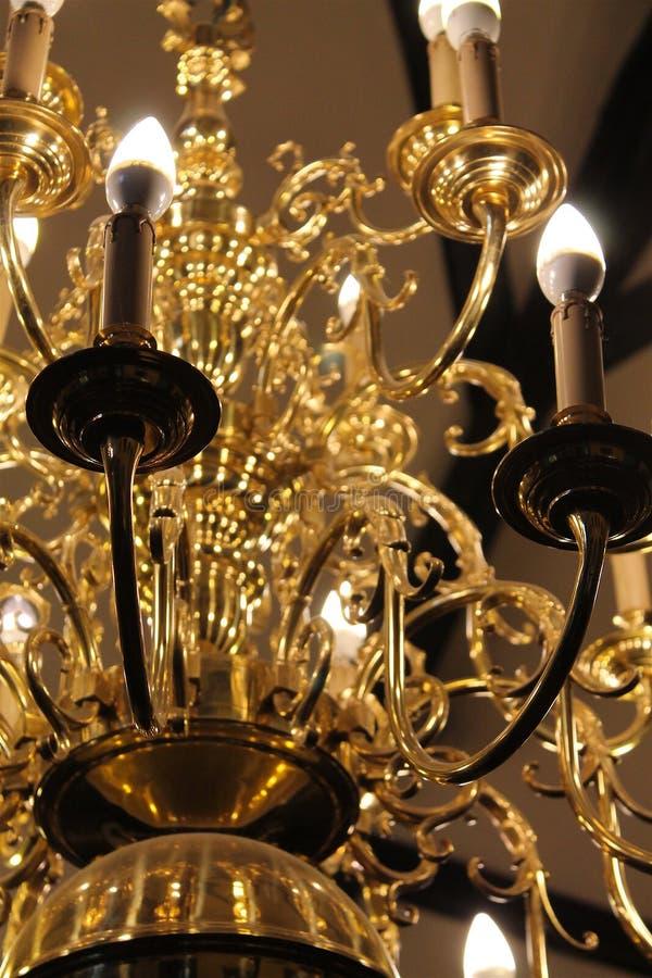 Gouden middeleeuwse kroonluchter royalty-vrije stock foto