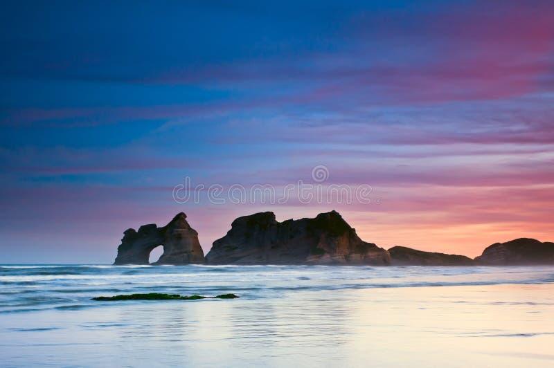 Gouden ochtend bij een strand royalty-vrije stock foto