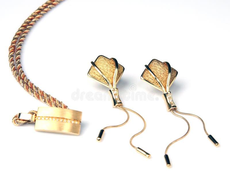 Gouden oorringen en halsband royalty-vrije stock afbeeldingen