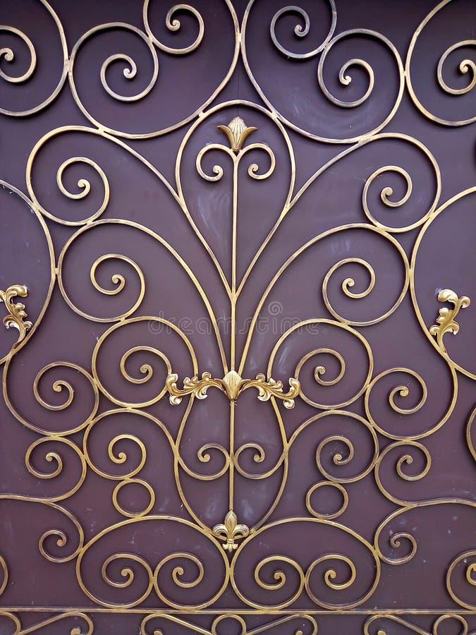 Gouden ornament op een bruine achtergrond stock afbeelding
