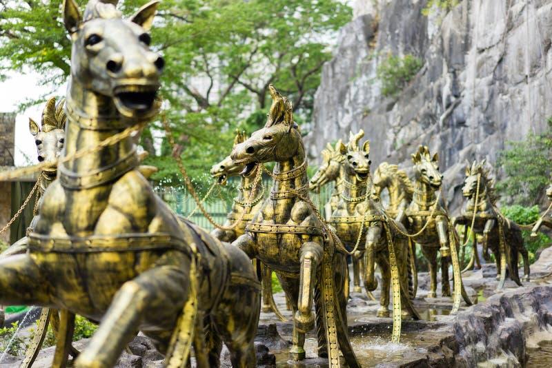 Gouden paardblokkenwagen in Batu-Holen, Maleisië royalty-vrije stock foto