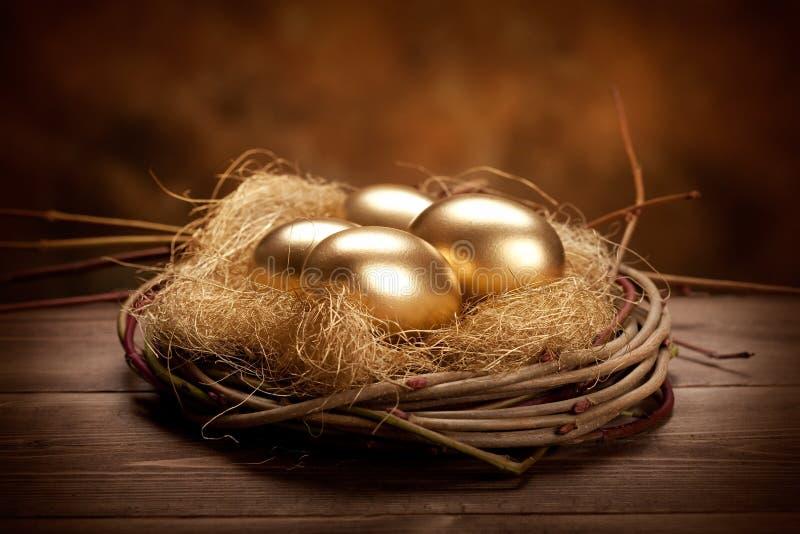 Gouden paaseieren royalty-vrije stock afbeelding