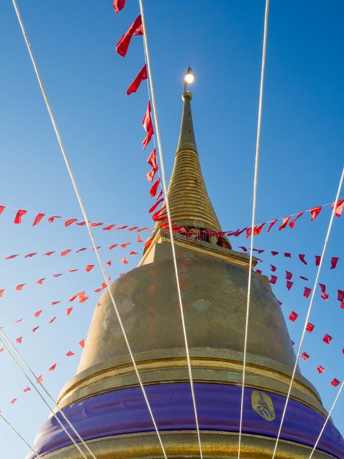 Gouden pagode in een Boeddhistische tempel royalty-vrije stock foto's