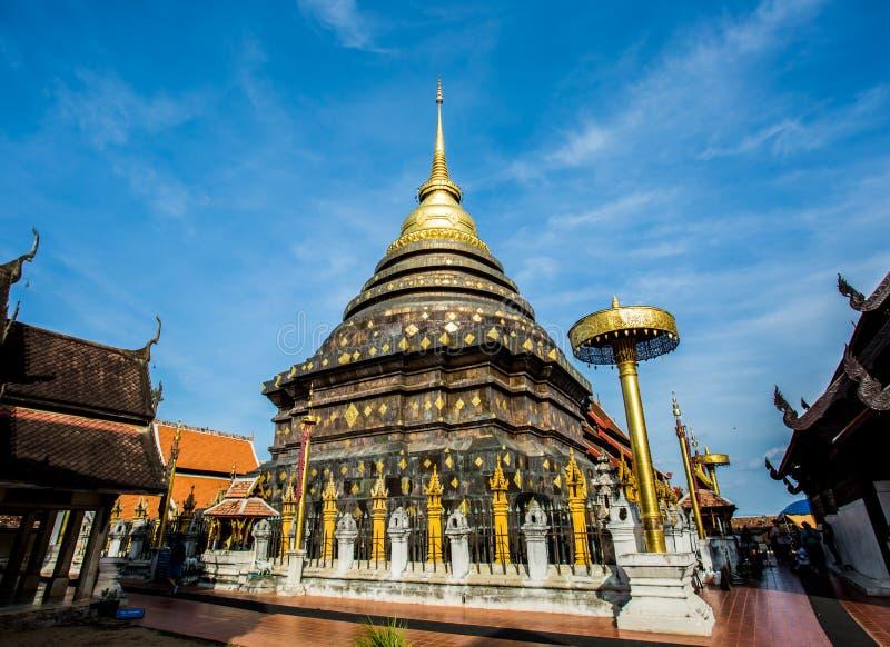 Gouden pagode wat lampangluang lampang provincie Thailand royalty-vrije stock afbeeldingen