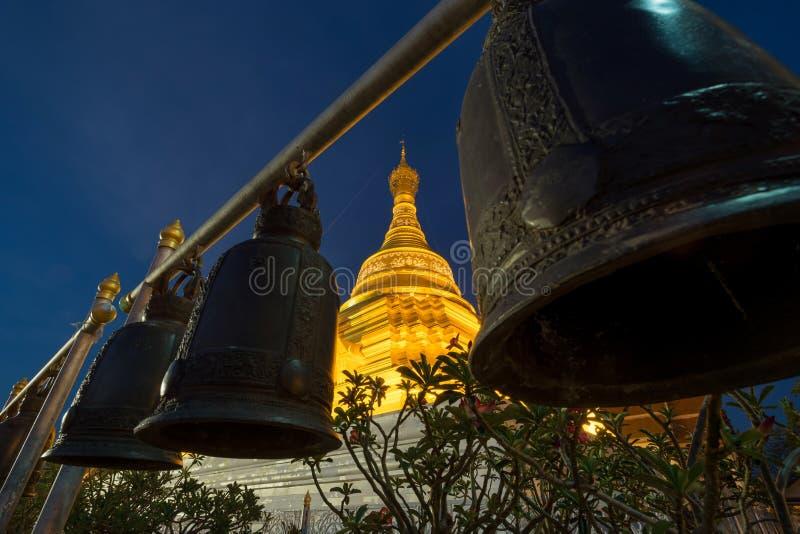 Gouden Pagode in Wat Phra Borommathat stock foto's