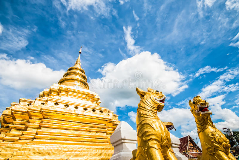 Gouden pagode wat prathat srijomthong chiangmai Thailand royalty-vrije stock foto's
