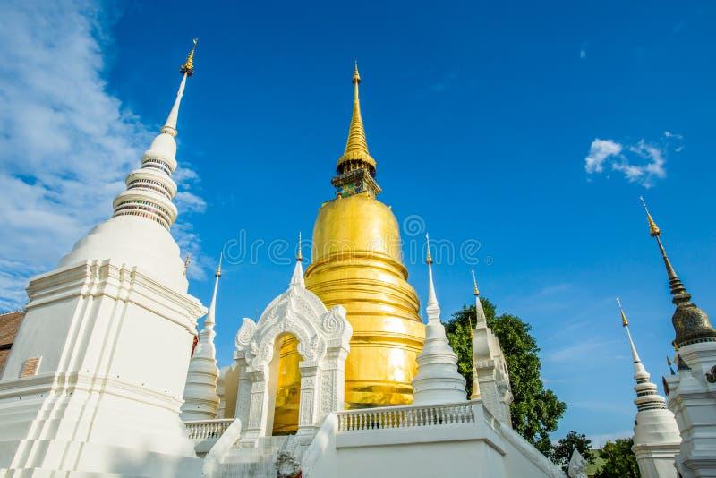 Gouden pagode wat suandok chiangmai Thailand royalty-vrije stock foto