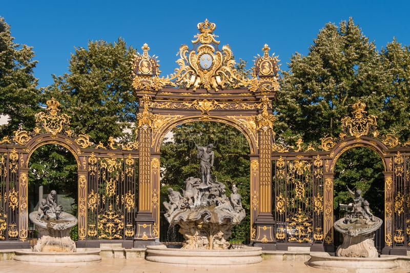 Gouden poort aan het Plaatsstanislas vierkant in Nancy, Frankrijk stock afbeeldingen