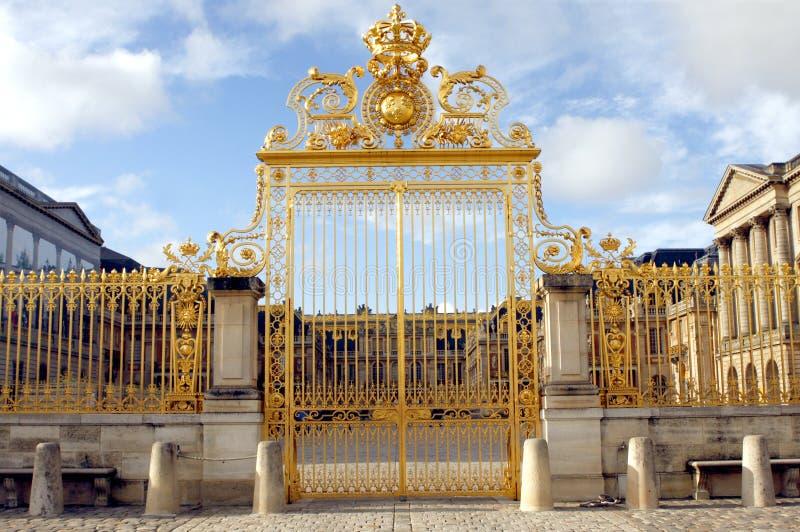 Gouden poort - Paleis van Versailles stock afbeelding