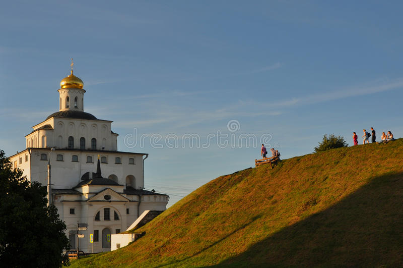 Gouden Poorten en Kozlov-borstwering in Vladimir, Rusland royalty-vrije stock foto