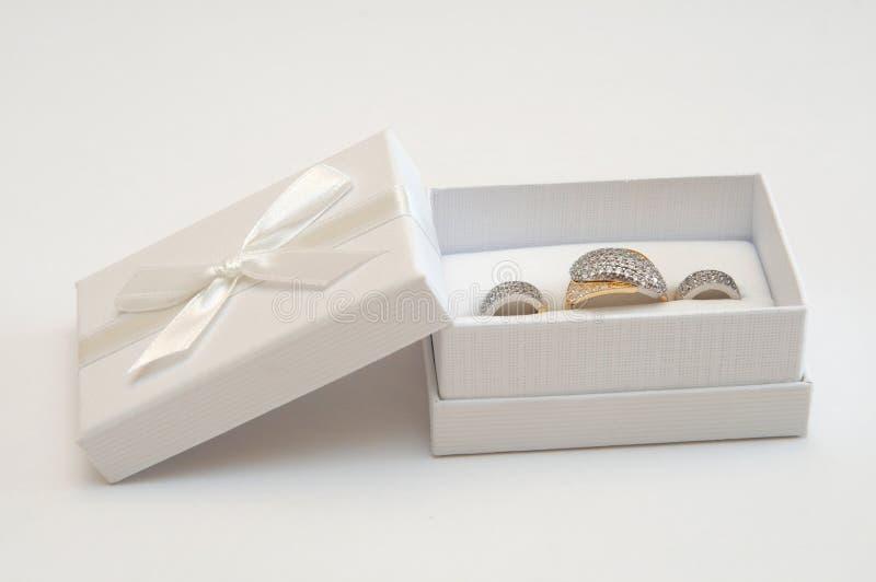Gouden ring en oorringen royalty-vrije stock foto