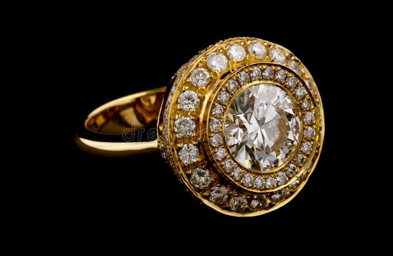 Gouden ring met diamanten royalty-vrije stock foto