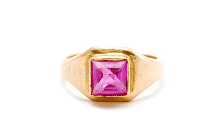 Gouden ring met robijn royalty-vrije stock fotografie