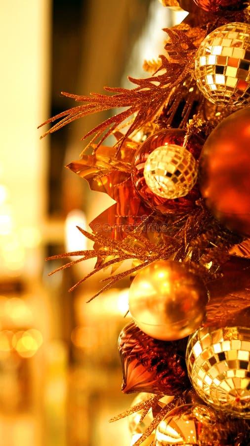 Gouden rood van het Kerstmisornament en bruin stock fotografie