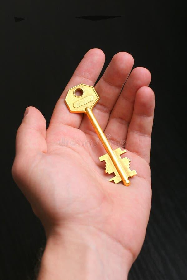 Gouden sleutel ter beschikking royalty-vrije stock fotografie