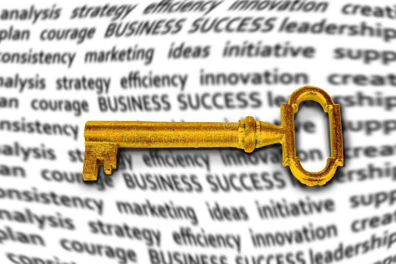 Gouden sleutel voor je succes in je bedrijf of in het leven royalty-vrije stock fotografie