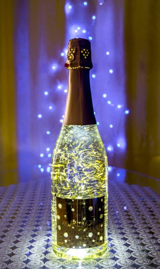 Gouden spinazie in mousserende wijn stock foto