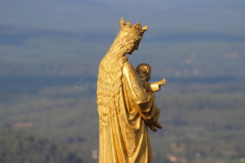 Gouden standbeeld van Maagdelijke Mary en Baby Jesus royalty-vrije stock fotografie