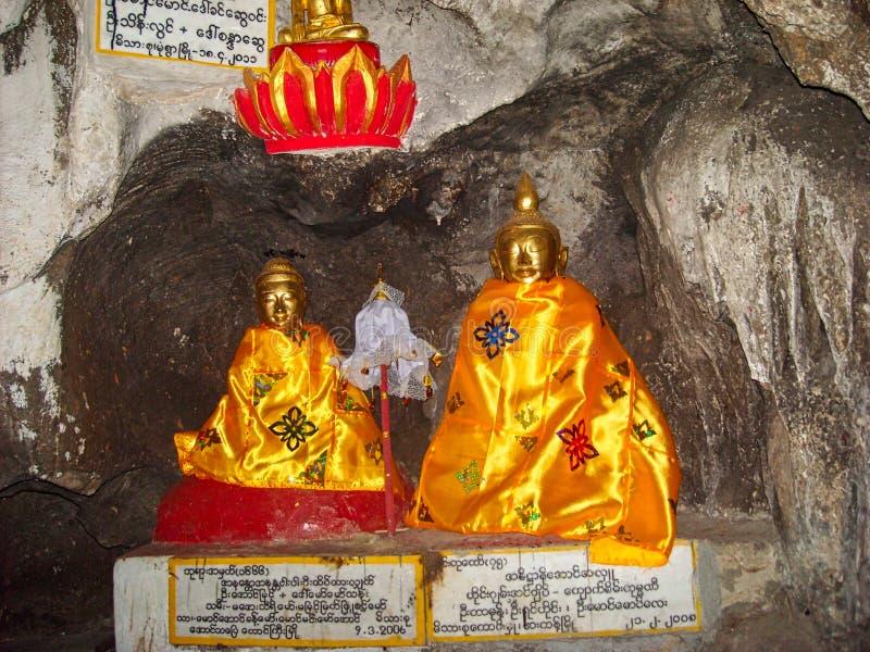 gouden standbeelden in een tempel in Birma royalty-vrije stock fotografie