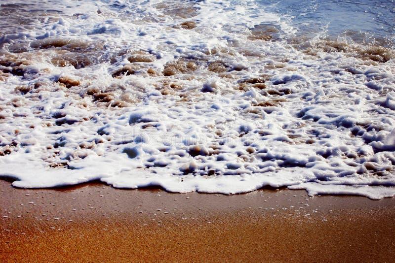 Download Gouden strand stock foto. Afbeelding bestaande uit overzees - 27008