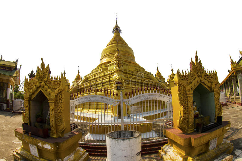 Gouden stupa in Mandalay stock foto's
