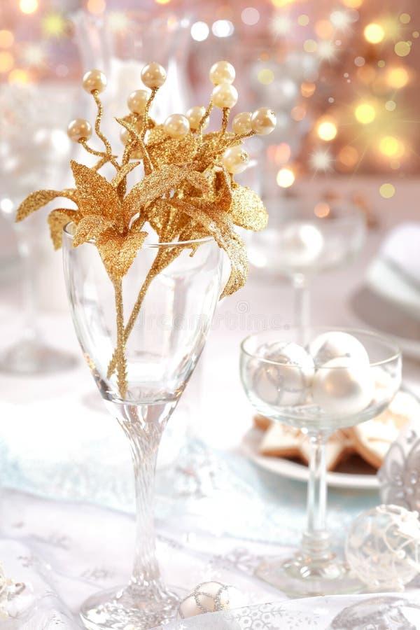 Gouden tak op de lijst van Kerstmis stock foto