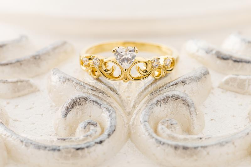 Gouden tiararing voor prinses royalty-vrije stock foto's