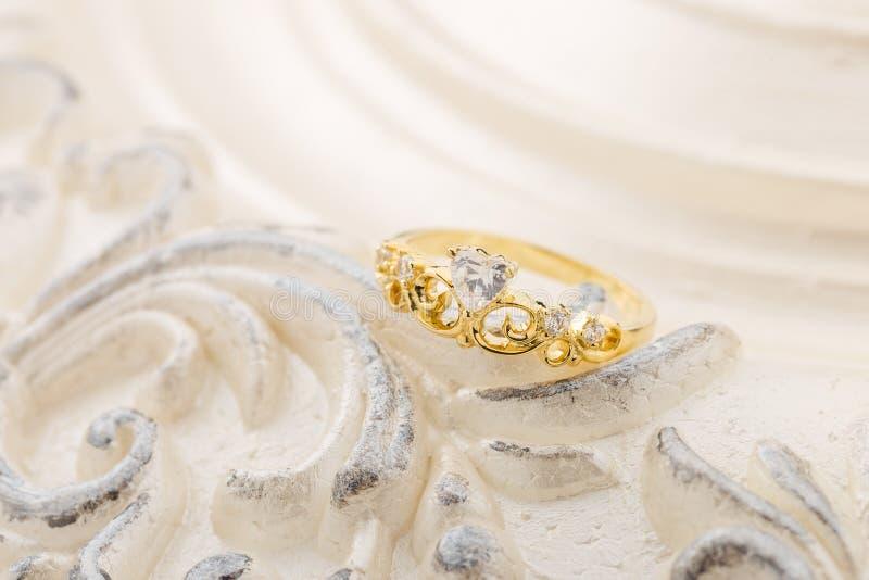 Gouden tiararing voor prinses royalty-vrije stock afbeelding