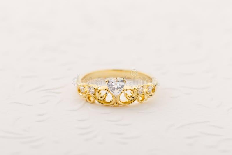 Gouden tiararing voor prinses royalty-vrije stock afbeeldingen