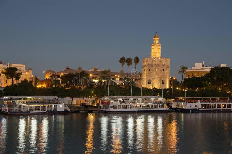 Gouden Toren en rivier royalty-vrije stock foto's
