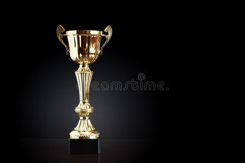 Gouden Trofee op Zwarte royalty-vrije stock foto