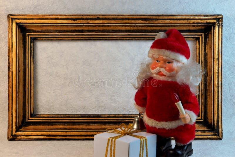 Gouden uitstekend nieuw jaarkader, Kerstmis Santa Claus, giften stock fotografie