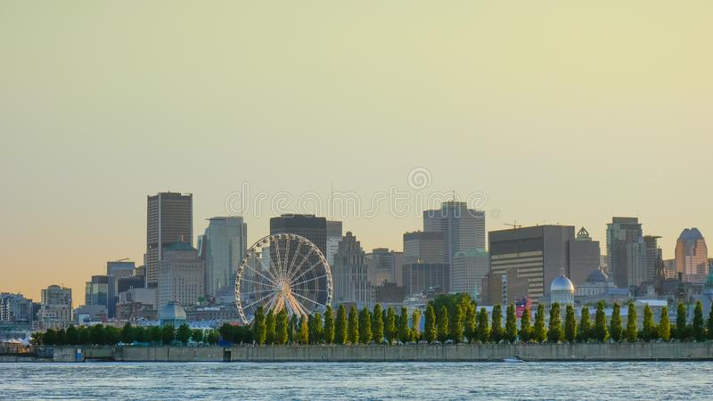 Gouden uur, Mening van de stad van Montreal van Parc Jean Drapeau, Montreal, Quebec, Canada stock fotografie