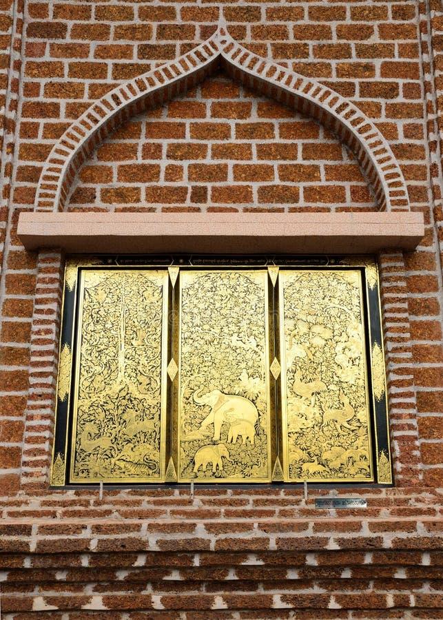 Gouden venster van muur stock foto