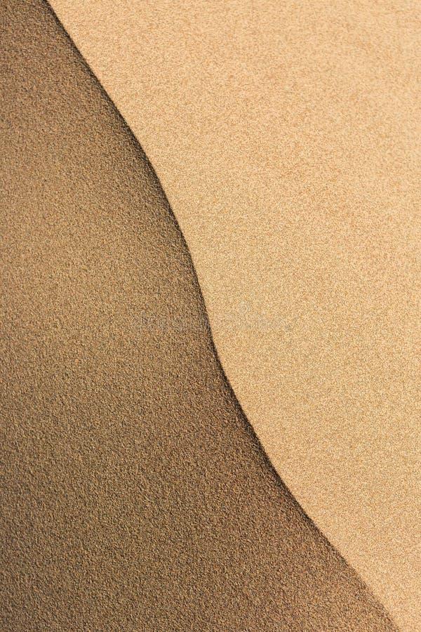 Gouden woestijn in de zonsondergang De textuur van het zand royalty-vrije stock afbeelding