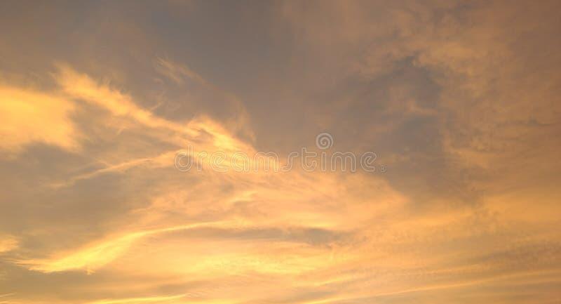 Gouden wolken stock afbeelding